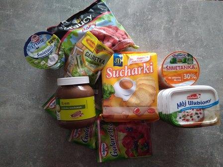 składniki do przygotowania sernika na zimno
