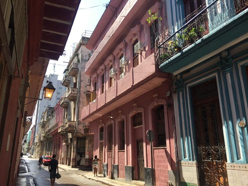 kolorowe budynki w hawanie